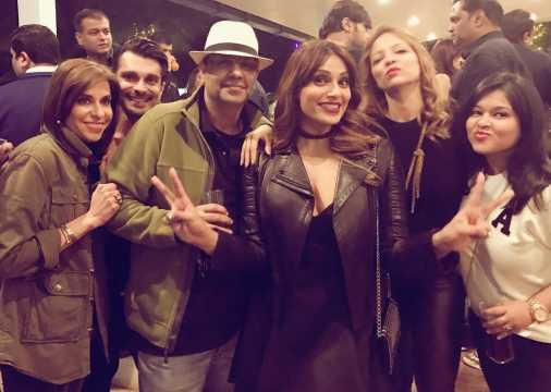 Bipasha and gang at Salman's birthday.